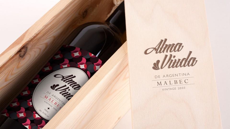 Alma Viuda With Wooden Box